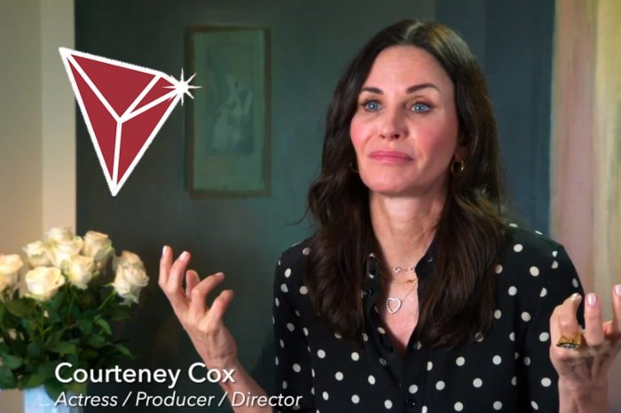 'Friends' Star Courteney Cox Joins Tron in a Charity Initiative For ALS Patients